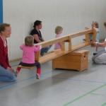 Eltern-Kind-Turnen: Wippe