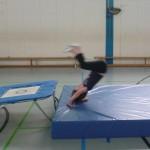 Flugrolle über Trampolin