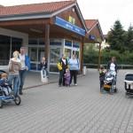 19.06.2011:  2.Wandertag - Gruppe am Edeka-Markt