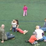 Kinder genießen Zeit mit den Eltern